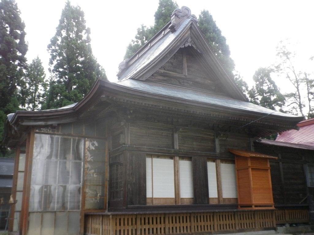 107_10_【10】拝殿を横から撮影